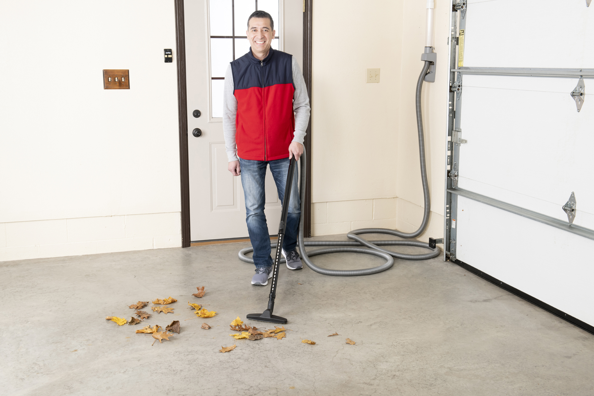 Retractable Vacuums in Garage | VacuuPro